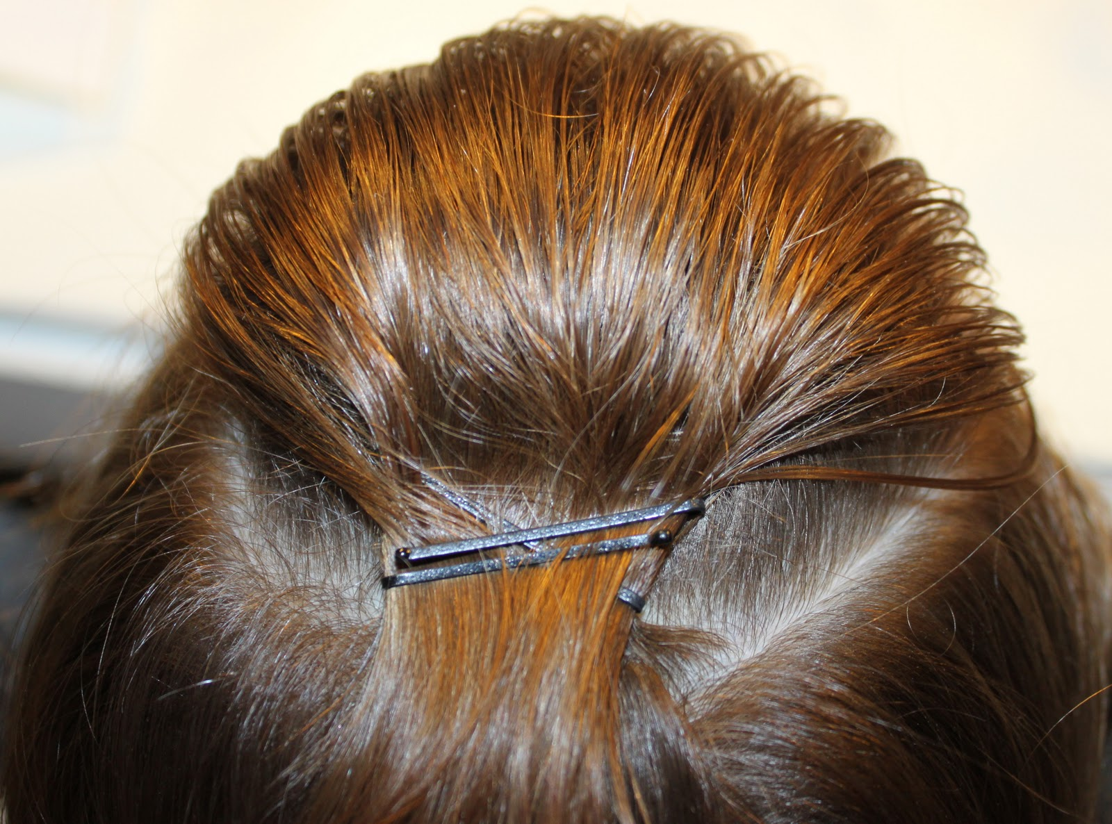 Hairstyles For Short Hair Using Bobby Pins: How To Do A Hair Pouf? 5 Foolproof Ways